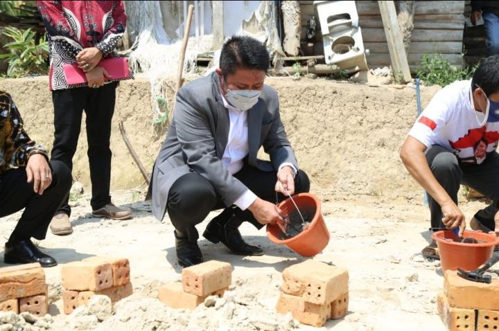 Herman Deru Gencarkan Bantuan Pembangunan Hunian Layak Bagi Warga Sumsel