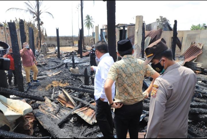 Herman Deru Jamin Kebutuhan Makan dan Tempat Tinggal Korban Kebakaran  Desa Pemulutan
