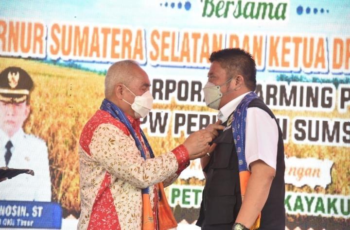 Ketum DPP Perhiptani Irsan Noor Anugrahi Herman Deru Pin Emas